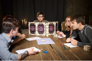 Механічна модель  Ширма Майстра для настільних ігор